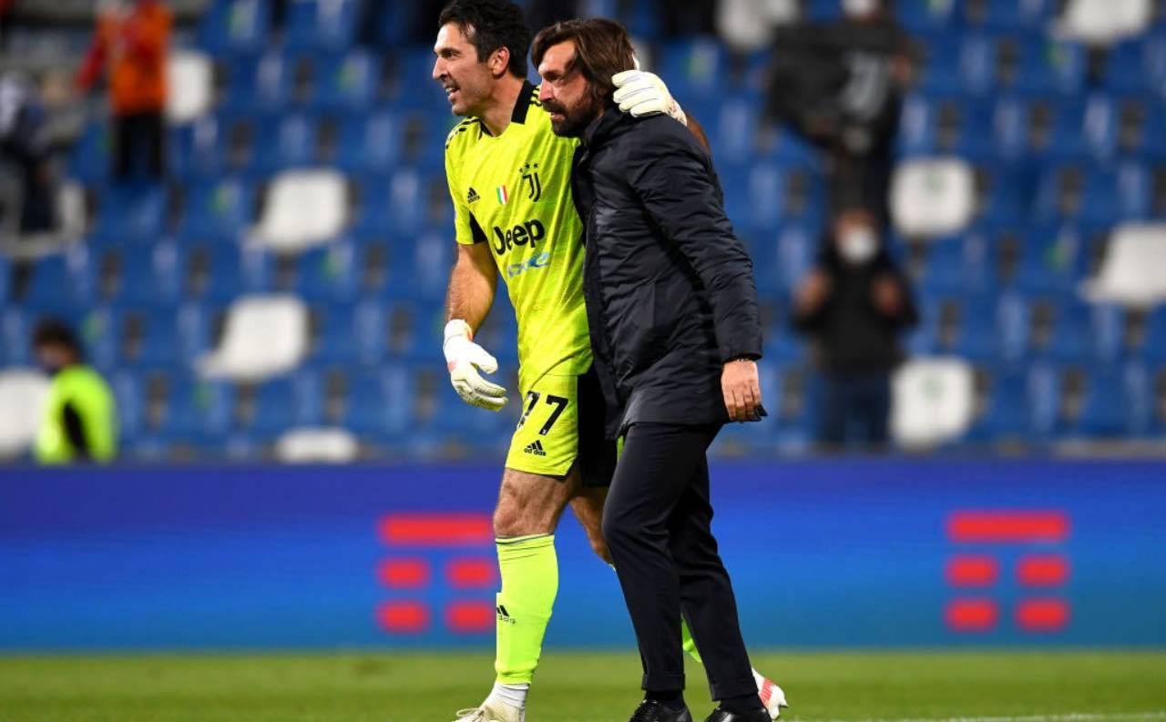 Pirlo e Buffon si abbracciano dopo la vittoria della Coppa Italia