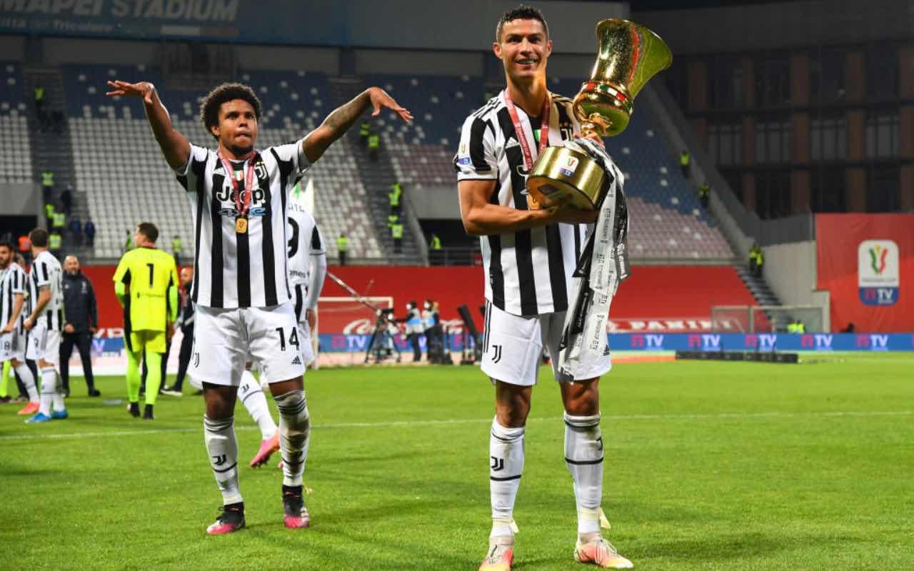 Ronaldo e McKennie festeggiano la vittoria della Coppa Italia