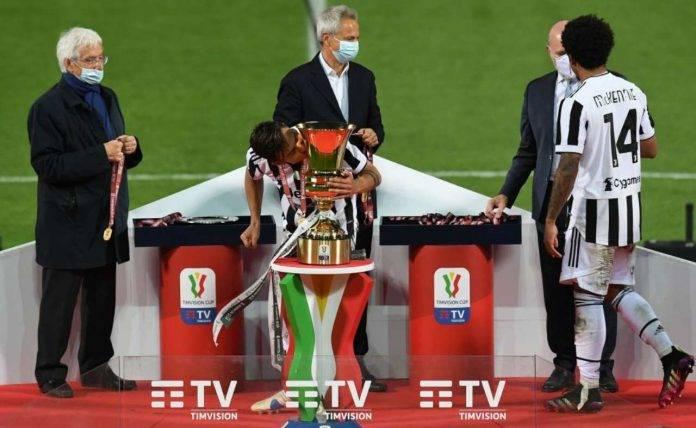 Dybala bacia la Coppa Italia