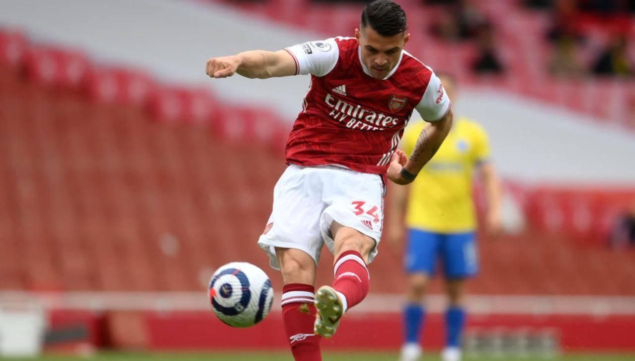 Xhaka in campo con l'Arsenal