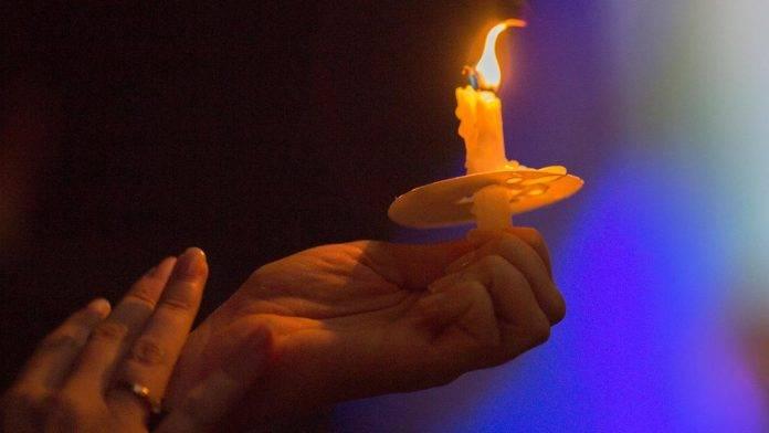 Candela accesa in segno di lutto