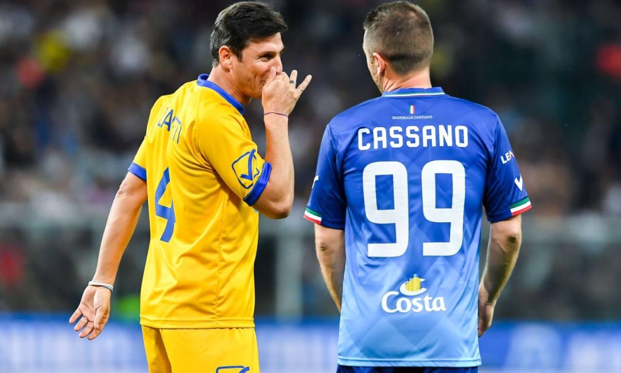 Cassano e Zanetti parlano durante la partita del cuore