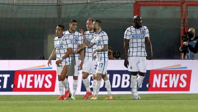 Inter festeggia gol a Crotone