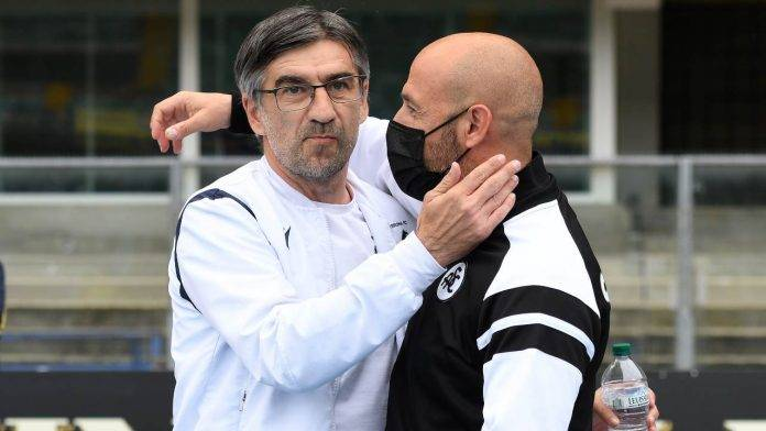 Juric e Italiano si abbracciano