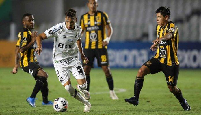 Kaio Jorge Santos porta palla