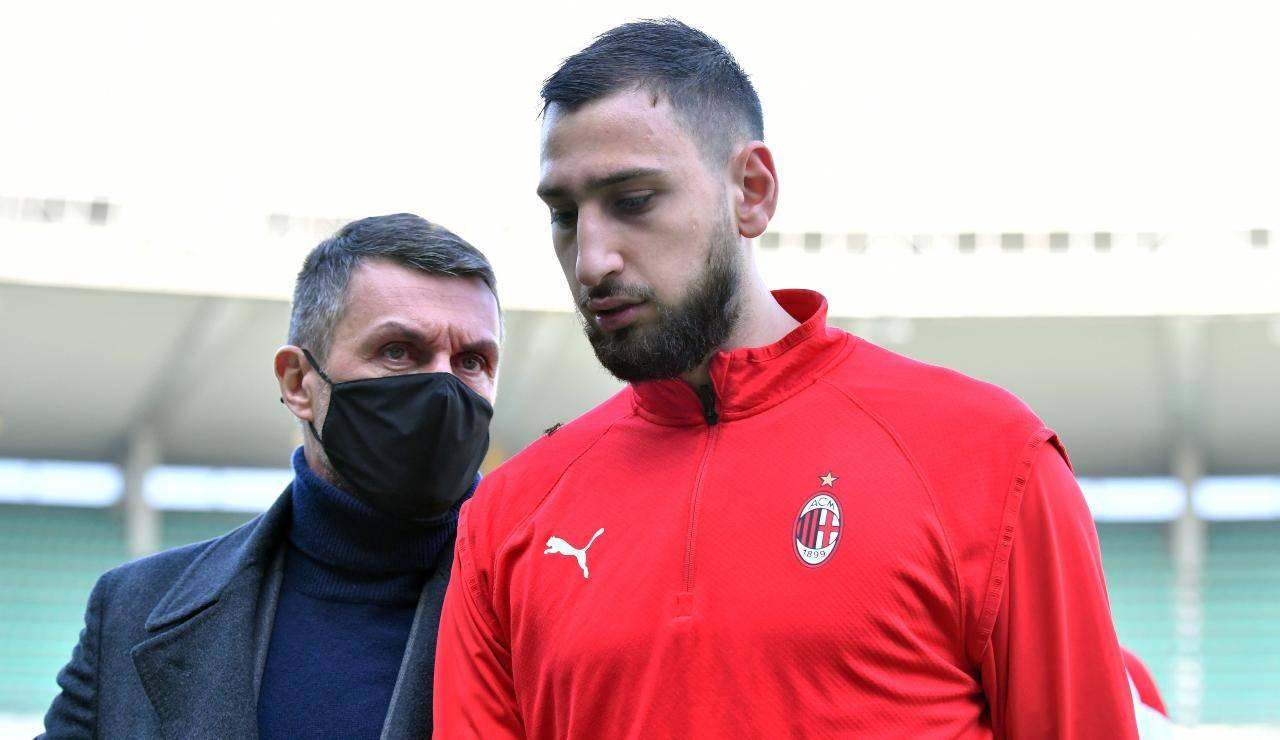 Maldini e Donnarumma parlano prima di una gara del Milan