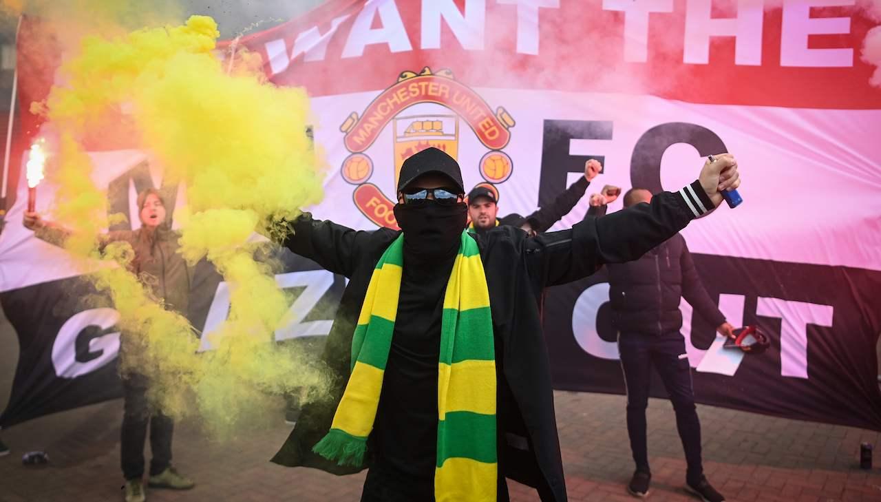 tifosi del Manchester United protestano