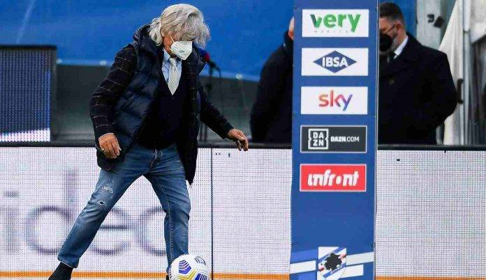 Massimo Ferrero palleggia in campo