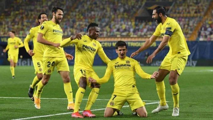 Pedraza esulta coi compagni del Villarreal