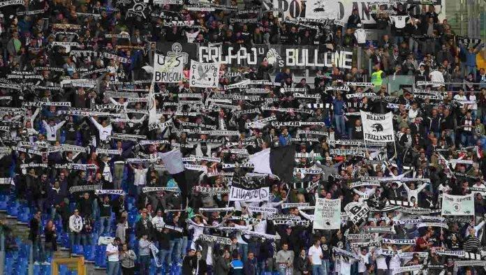 Spezia tifosi nel settore ospiti a Roma