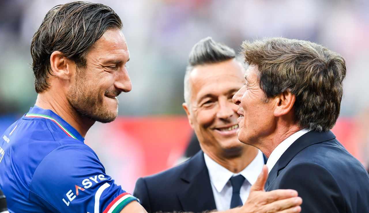 Totti e Morandi chiacchierano prima di una partita del cuore