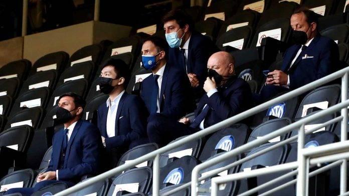 Steven Zhang in tribuna insieme a Marotta e Zanetti durante la sfida con la Sampdoria