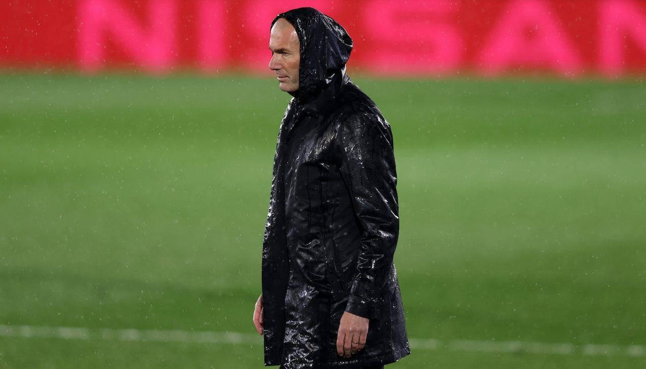 Zidane sotto la pioggia in Real Madrid Chelsea