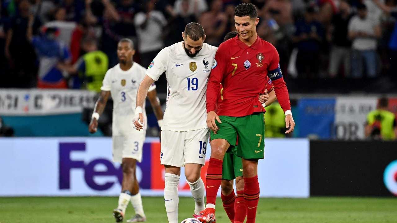 Benzema e Ronaldo chiacchierano al rientro negli spogliatoi