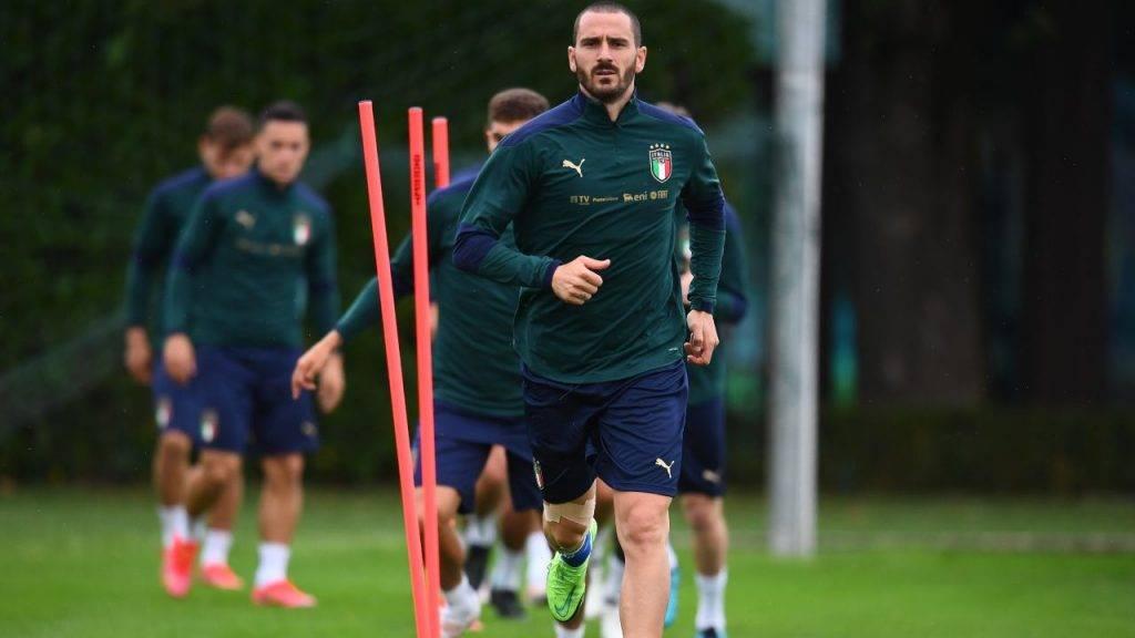 Bonucci tira il gruppo in un allenamento con l'Italia
