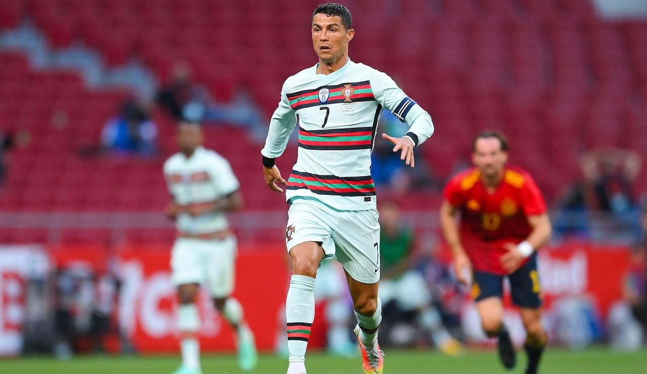 Cristiano Ronaldo porta palla in Spagna-Portogallo
