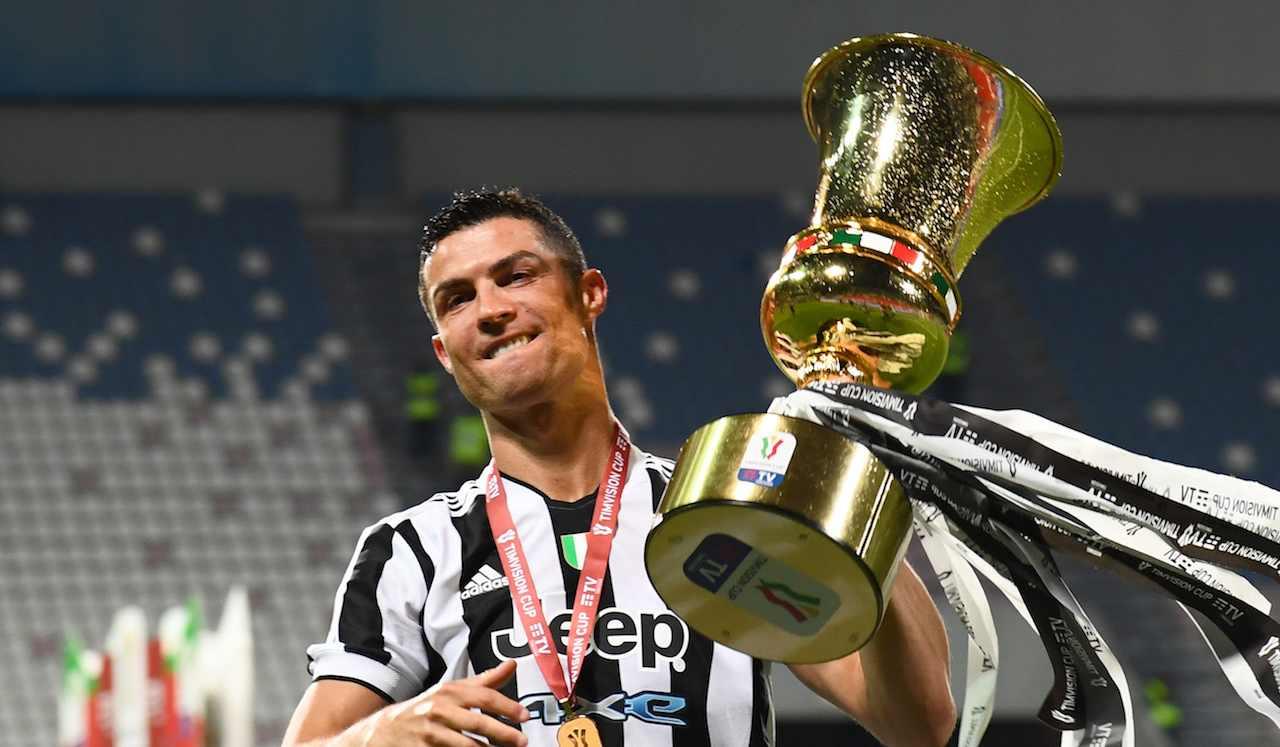 Cristiano Ronaldo alza la Coppa Italia