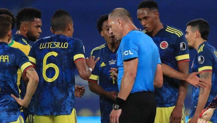 Cuadrado protesta con l'arbitro in Brasile-Colombia