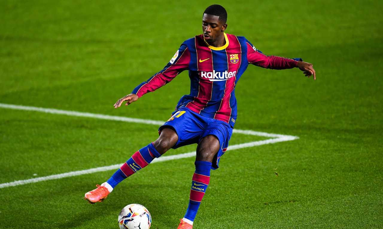 Ousmane Dembélé cerca di controllare il pallone