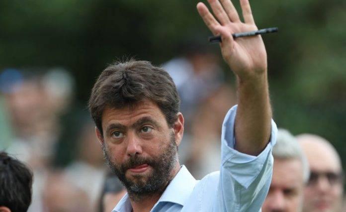 Andrea Agnelli saluta il pubblico