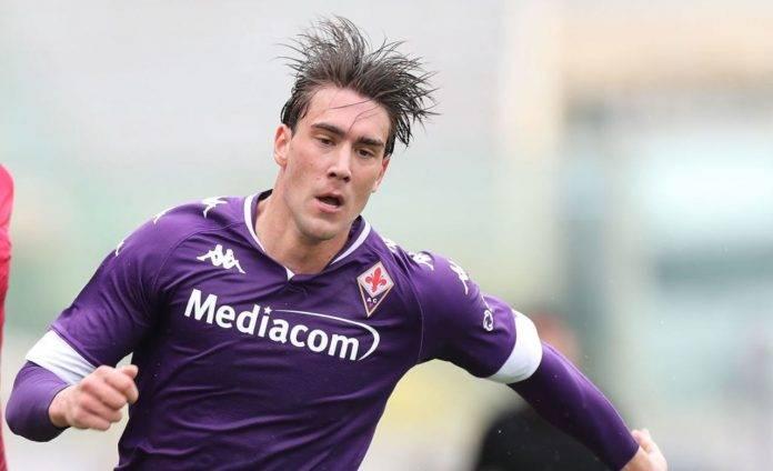 Dusan Vlahovic con la Fiorentina