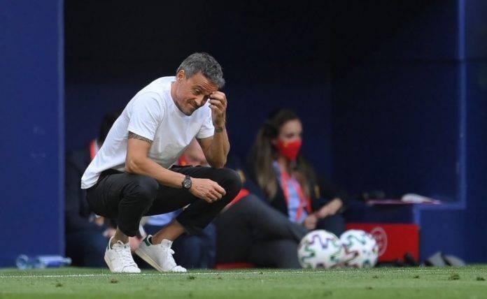 Luis Enrique preoccupato in panchina