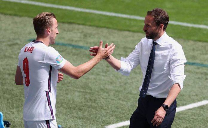Southgate dà la mano a Kane