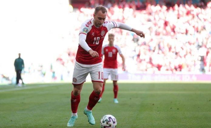 Eriksen in azione con la Danimarca