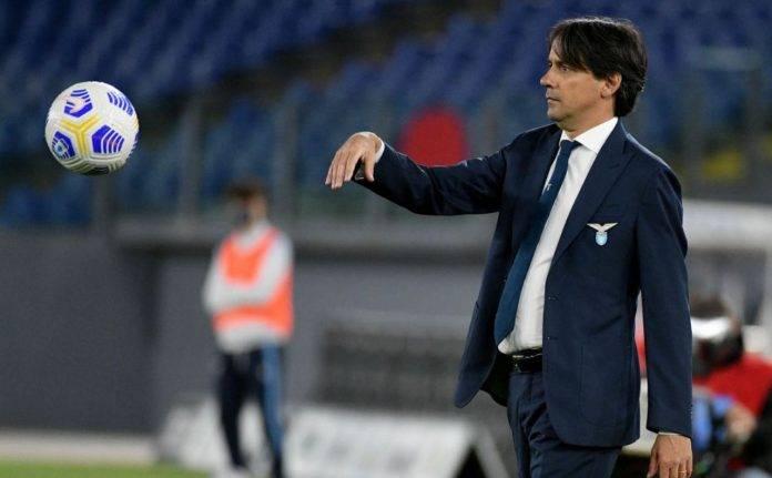 Simone Inzaghi restituisce un pallone