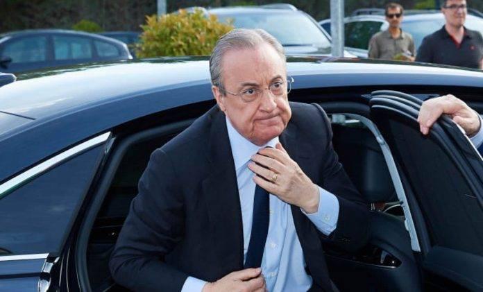 Florentino Perez scende dall'auto