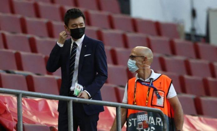 Steven Zhang con mascherina
