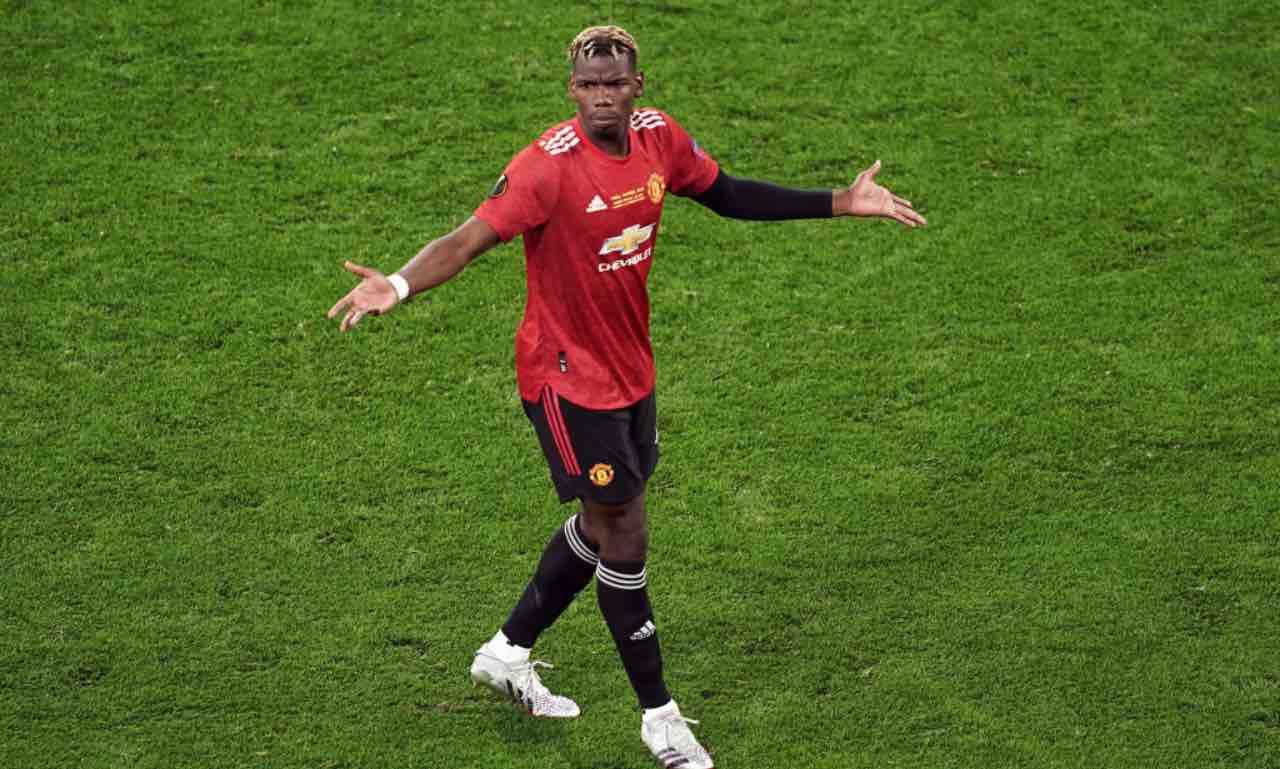 Paul Pogba allarga le braccia