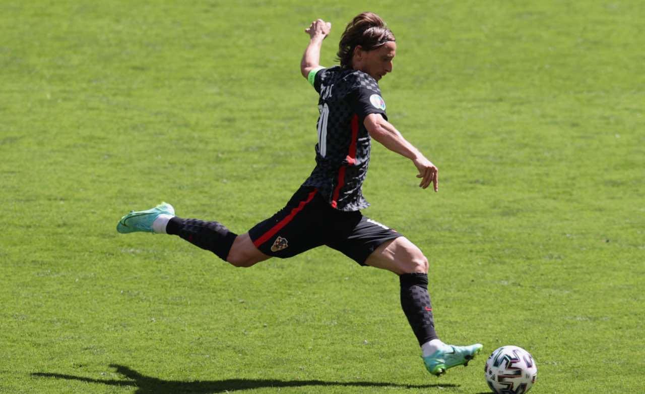Luka Modric al tiro