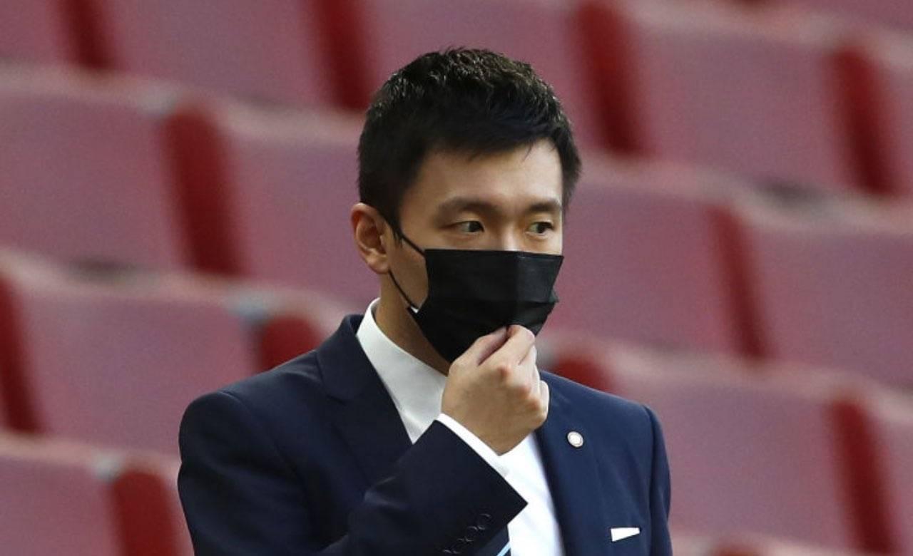 Steven Zhang con mascherina in tribuna