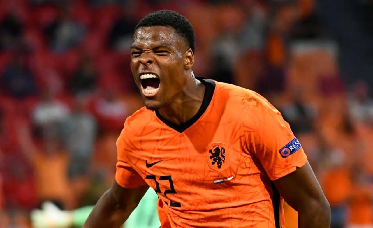 Dumfries esulta dopo un gol in nazionale