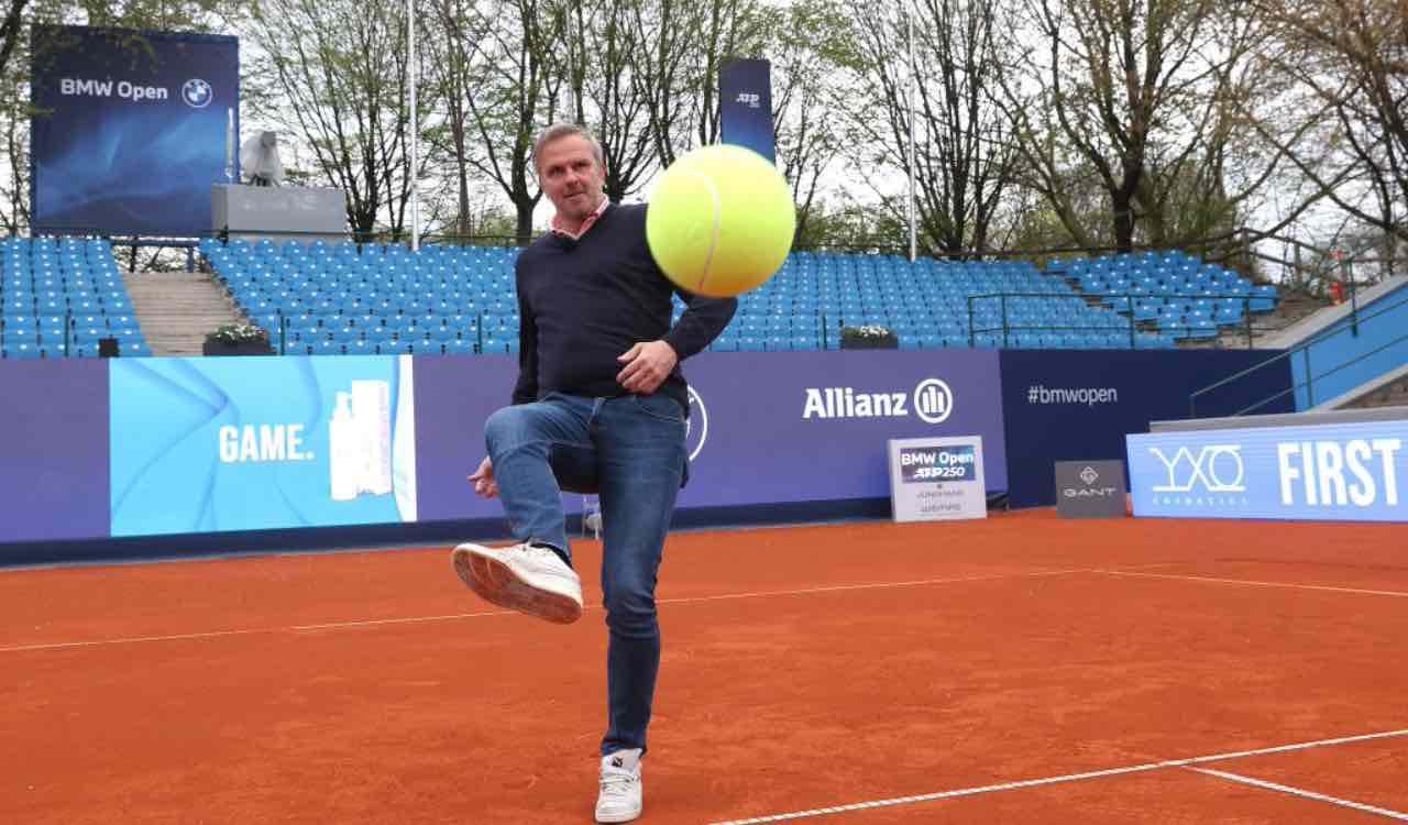 Hamann gioca a calcio tennis