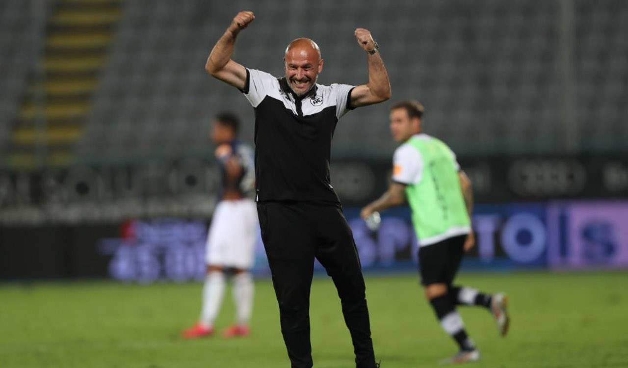 Vincenzo Italiano esulta dopo una vittoria