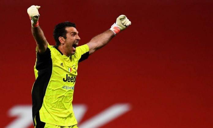 Buffon esulta dopo un gol della Juve