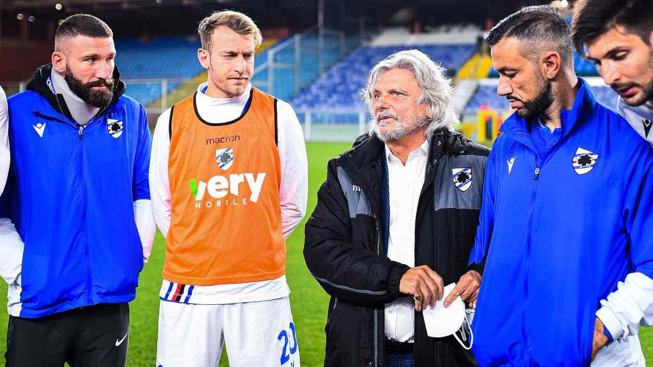 Massimo Ferrero in campo con la squadra