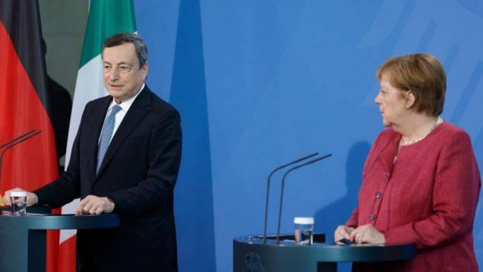 Draghi e Merkel in conferenza stampa