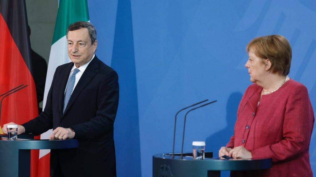 Mario Draghi insieme ad Angela Merkel
