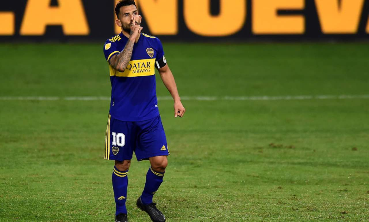 Carlos Tevez zittisce lo stadio