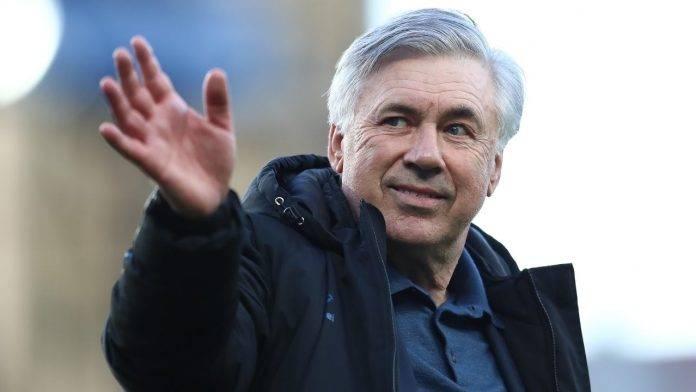 Carlo Ancelotti sorride