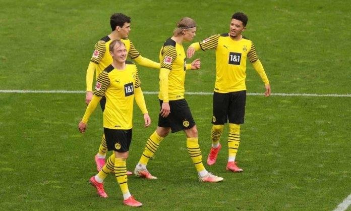 Esultanza del Borussia Dortmund contro il Bayer Leverkusen