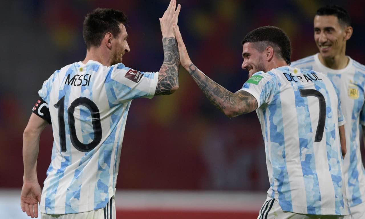 De Paul batte il cinque con Messi