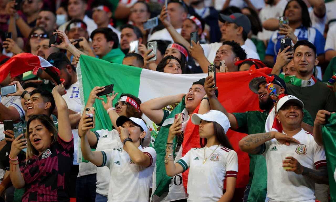 Tifosi del Messico durante la gara contro l'Honduras