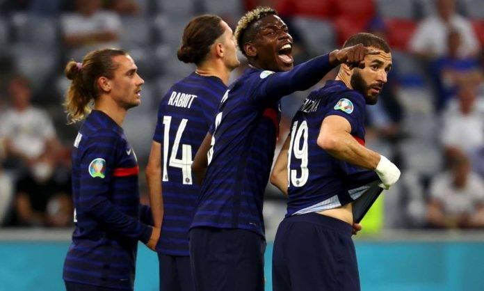 Pogba esulta con la Francia