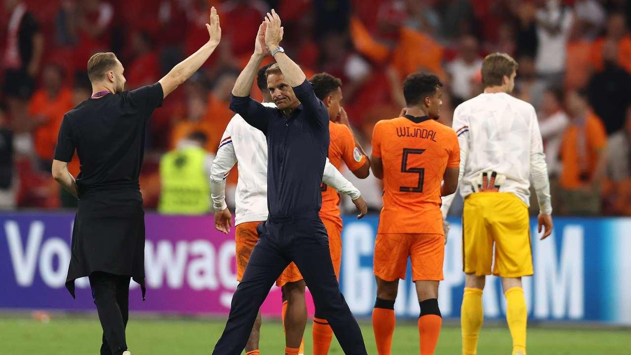 Frank De Boer saluta i tifosi