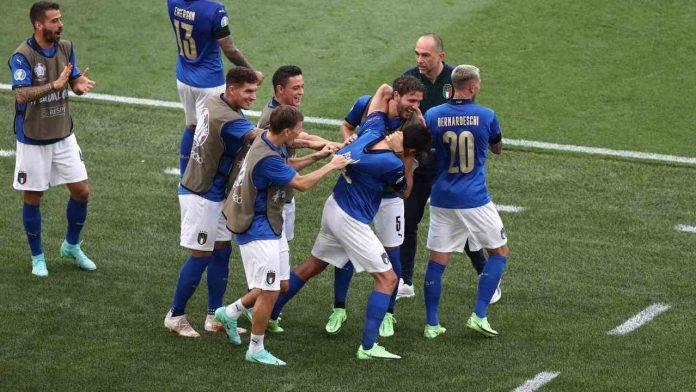 L'Italia esulta agli Europei dopo un gol con diversi azzurri di Serie A