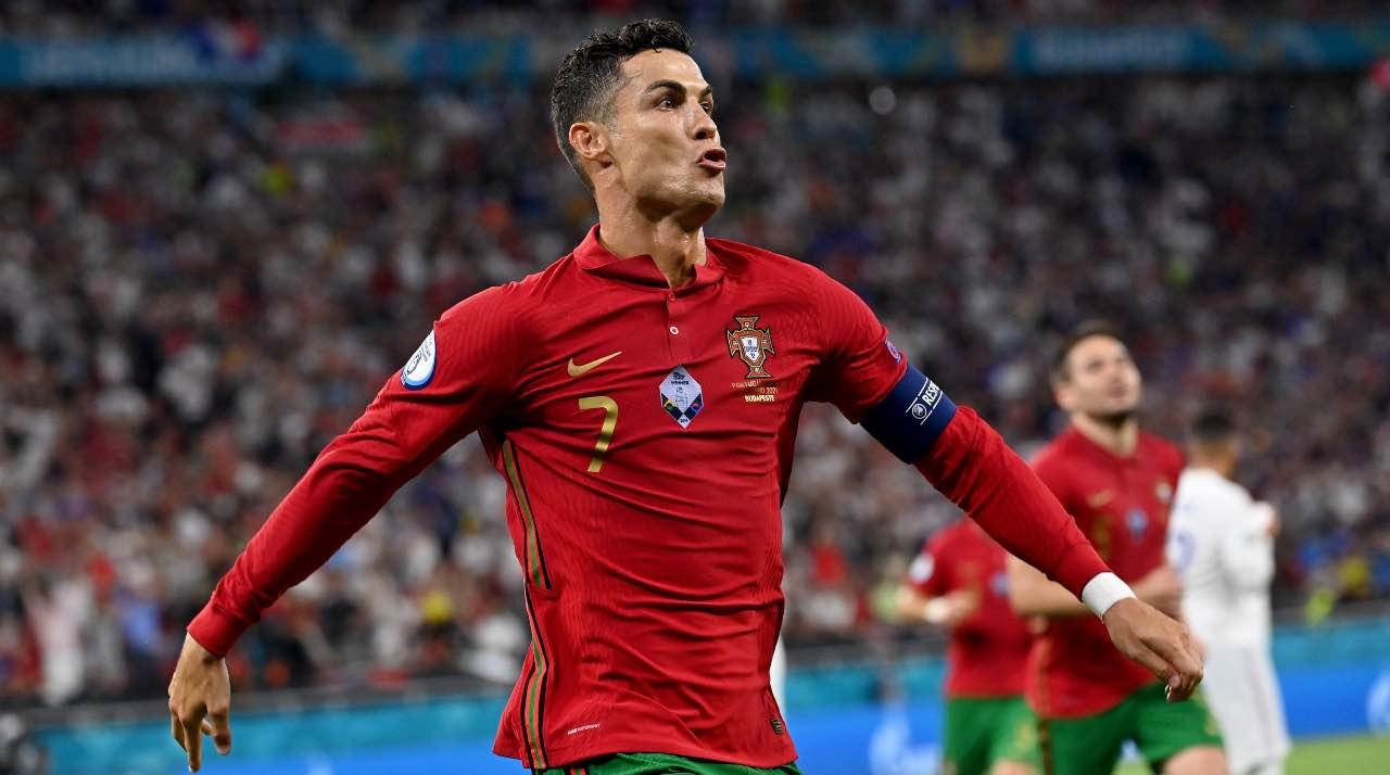 Cristiano Ronaldo esulta
